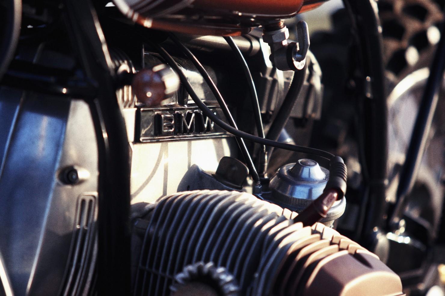 BMW-R45-Custom-Motorcycle-15-1480x986