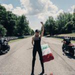 Gare d'accelerazione, derapate nel fango, vintage rock e libertà: tutti gli eventi della scena caferacer italiana