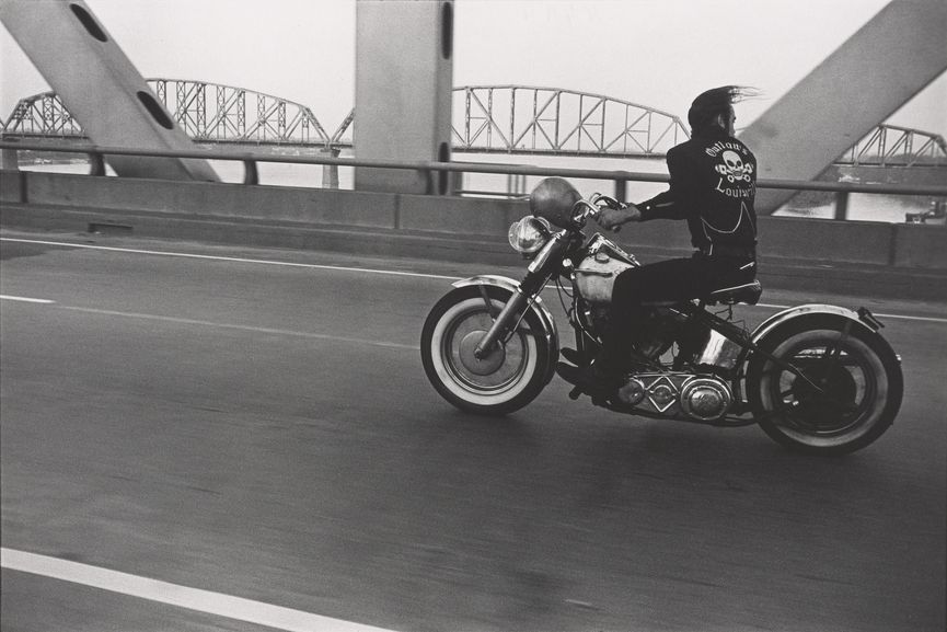 Danny-Lyon-Crossing-the-Ohio-River-Louisville-1966-1