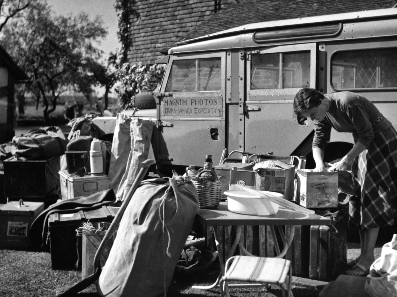GB. England. Kent. 1957. Jinx Rodger preparing the Land Rover for the Trans-Sahara Expedition.