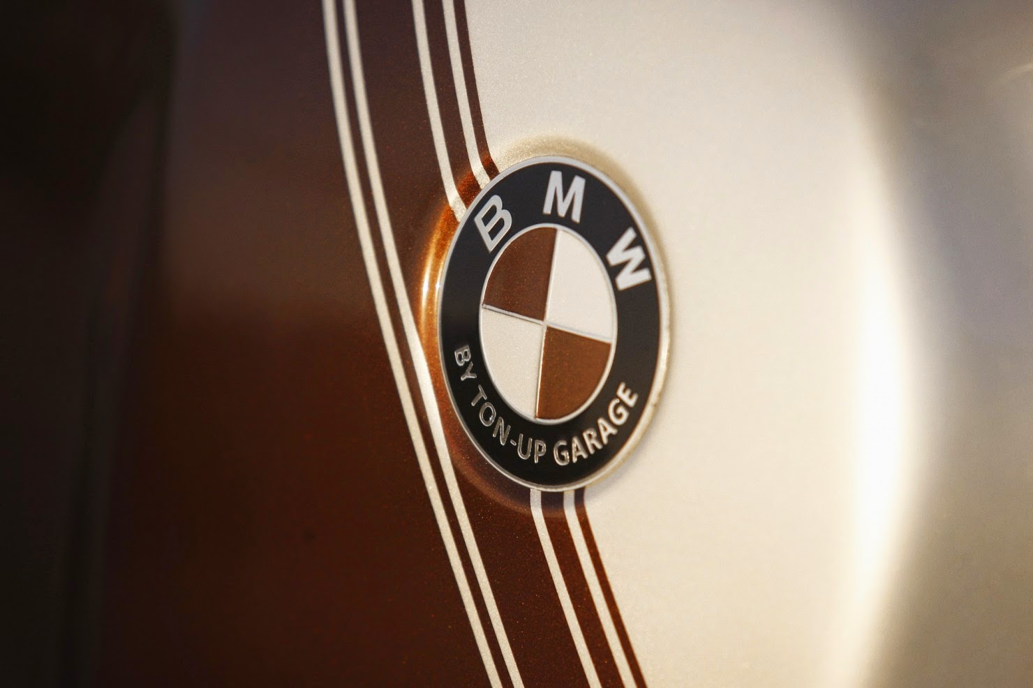BMW-R45-Custom-Motorcycle-8-1480x986