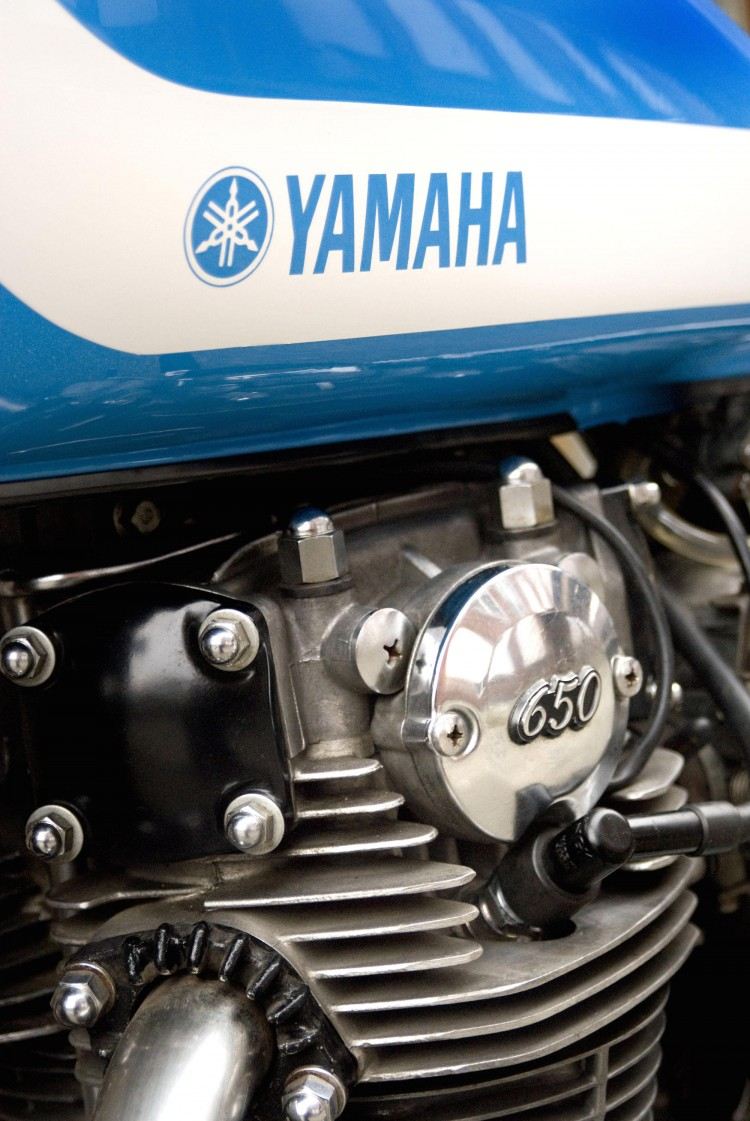 Vintage-Steele-Yamaha-XS650-Scrambler-Tracker-Engine-Tank-Closeup-750x1121