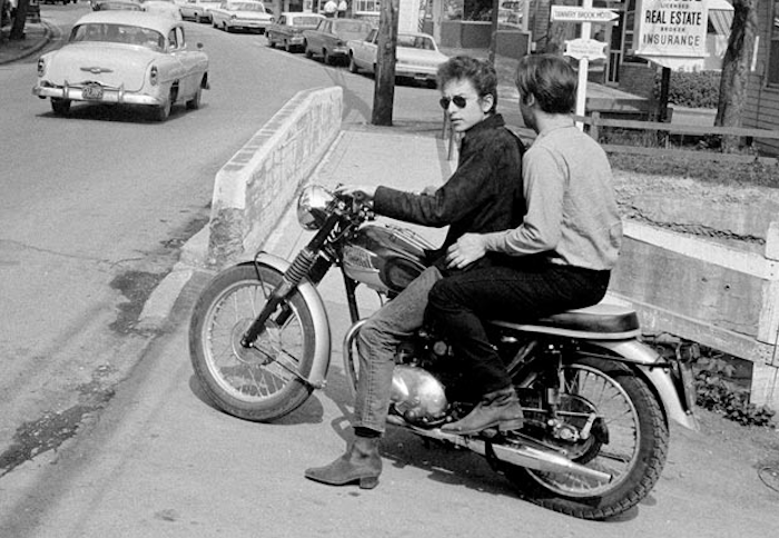 bob-dylan-triumph-motorcycle-photo