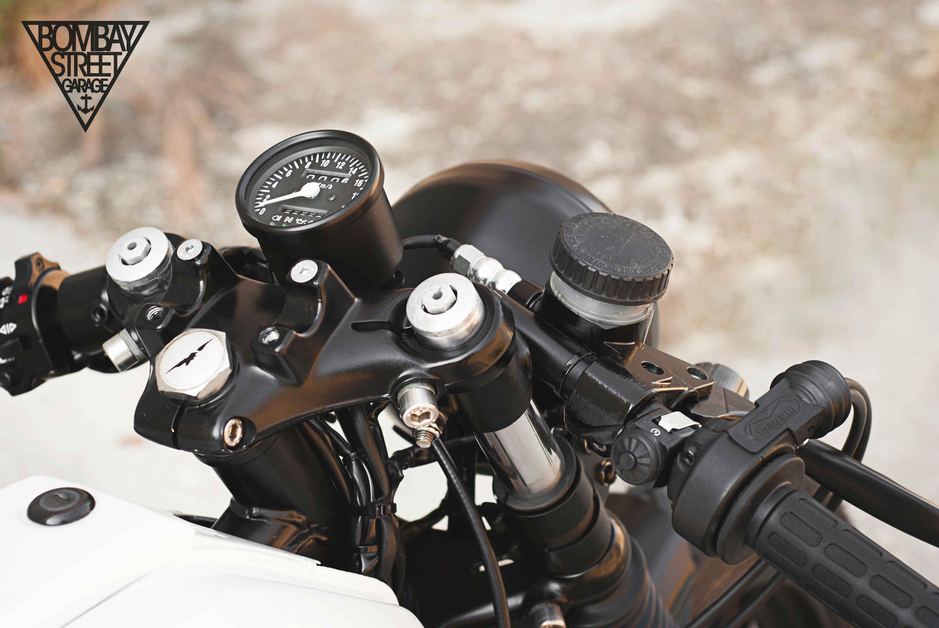 Moto Guzzi V35 Bombay Garage 2
