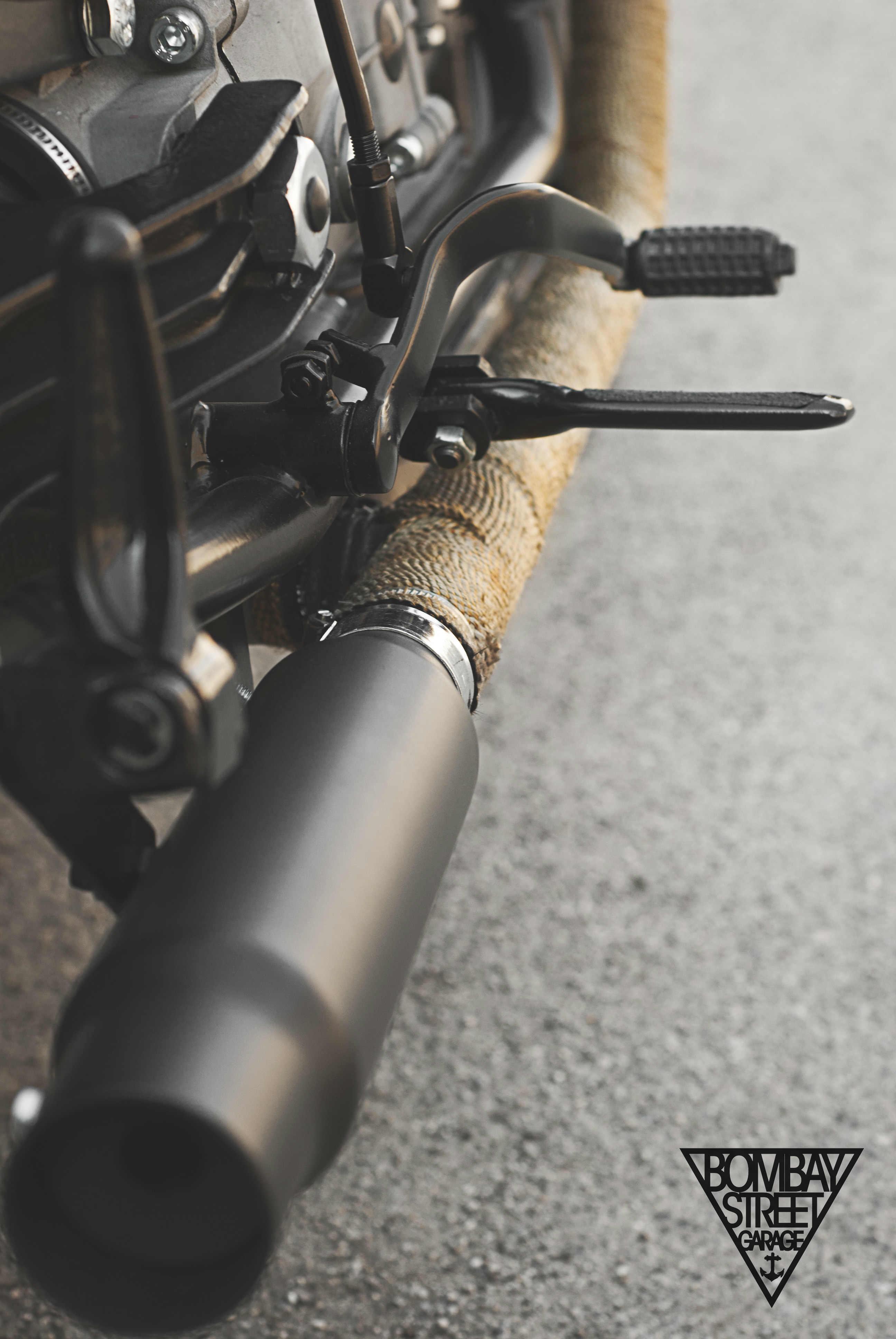 Moto Guzzi V35 Bombay Garage 4