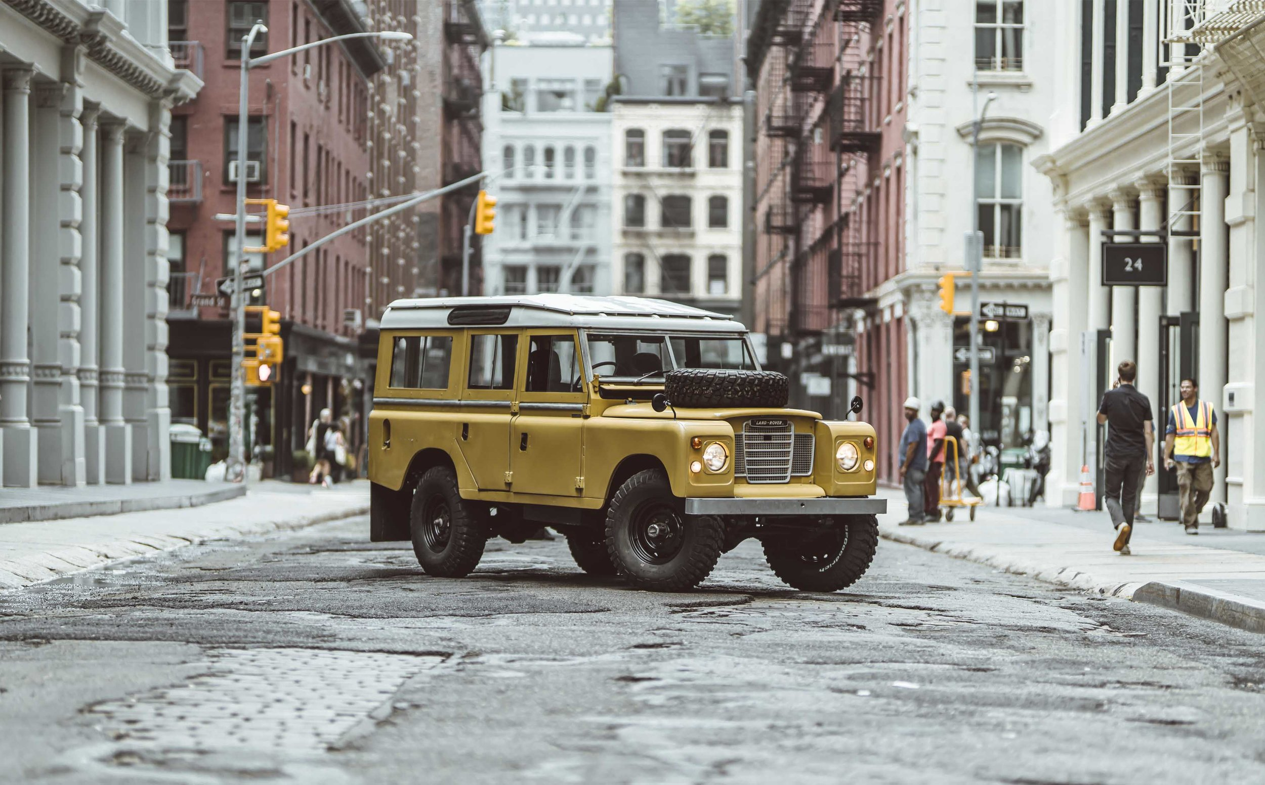 BCW 1975_Land_Rover_Series_III_109_Bahama_Gold_Large_0004_Layer+27